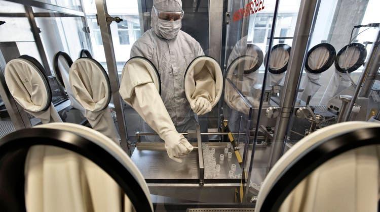 Ein Curevac-Laborant forscht an Impfstoff gegen Coronavirus (Imago)