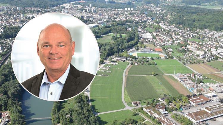 Blick aus dem Zeppelin auf das Aufeld (rechts), das der Stadtrat Brugg «optimaler» erschliessen will. (Bild: Michael Hunziker (25. August 2015))