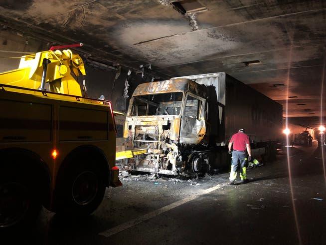 Durch den Brand des Lastwagens kam es zu Schäden an der Tunnel-Röhre.