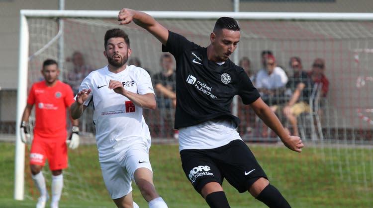 Der FC Rothrist, hier im Bild Emir Sinanovic, ist unter Zugzwang, (Otto Lüscher)