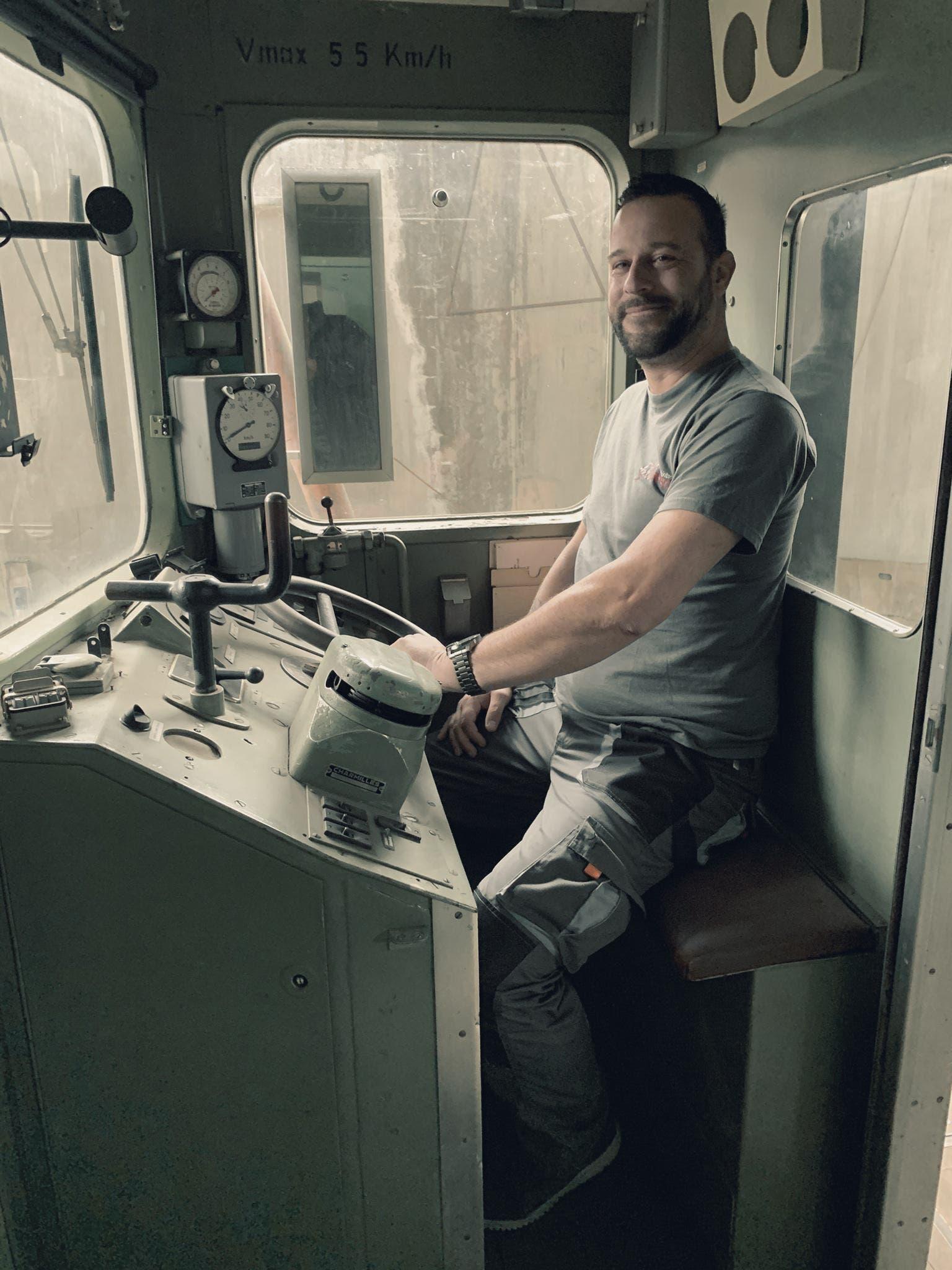 «Ein absoluter Glücksfall»: Museumsleiter Patrick Bigler freut sich, dass der Triebwagen so gut erhalten ist.