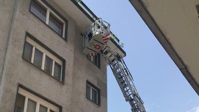 Die Feuerwehr Grenchen rückte mit der Drehleiter aus. (Andreas Toggweiler)
