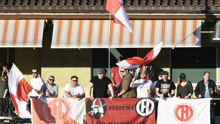 Auch sie werden wieder vor Ort sein: Die treuen Fans des FC Dietikon. (Alexander Wagner)