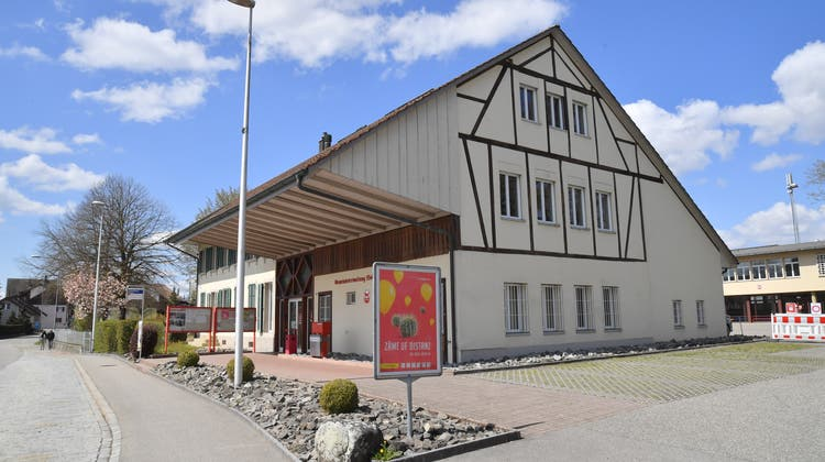 Die Jahresrechnung der Gemeinde Wolfwil (im Bild das Gemeindehaus) schliesst mit einem Plus von 467'000 Franken. (Bruno Kissling)