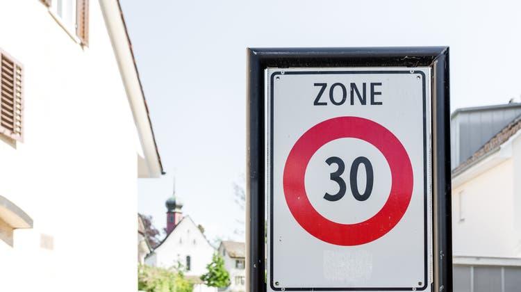 Gilt künftig Tempo 30? Die Diskussion ist lanciert in Auenstein (Symbolbild). (Sandra Ardizzone)