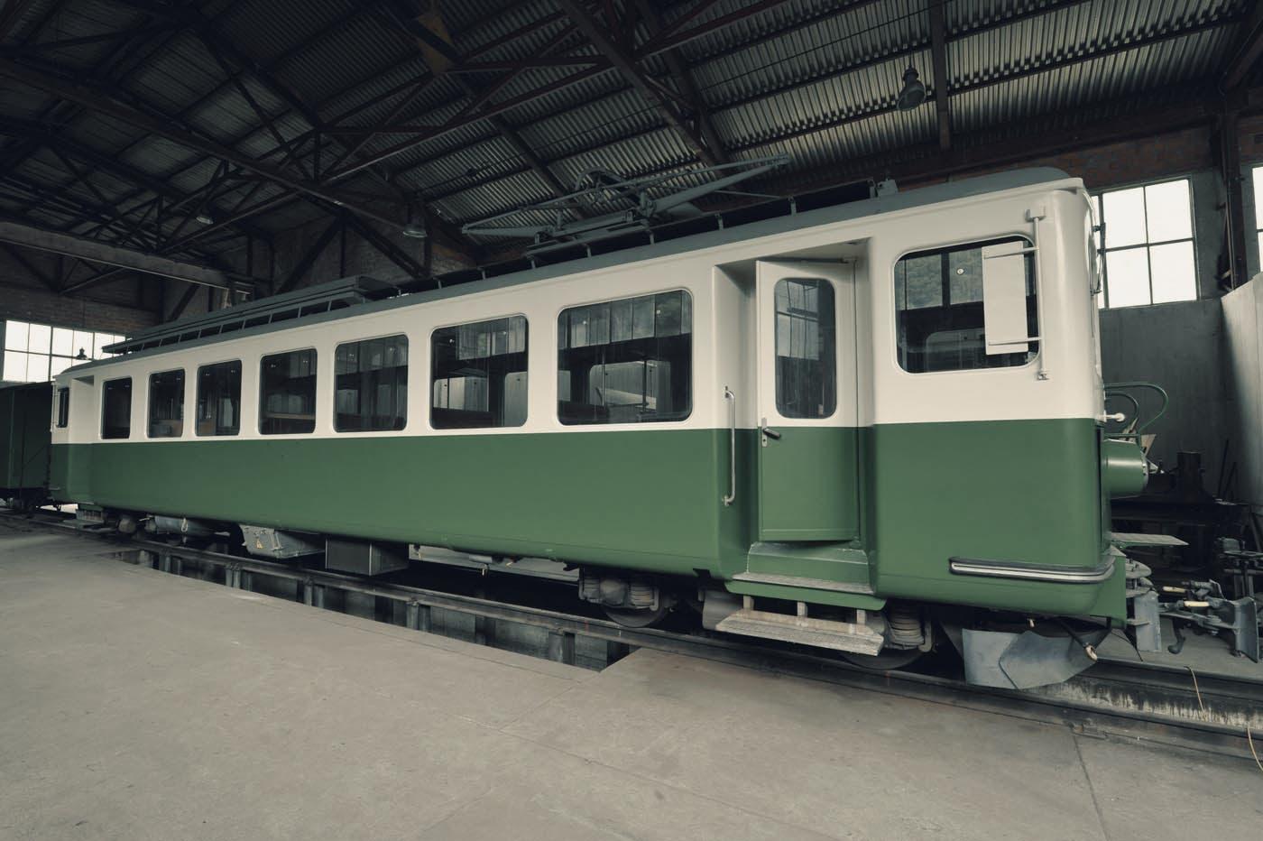 Seit 2012 steht der Wagen gut geschützt vor der Witterung in einer Halle in Grono GR.