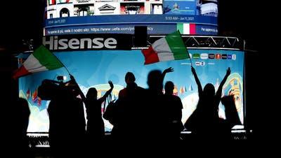 Italien-Fans hatten Grund zum Feiern. (Cecilia Fabiano / AP)