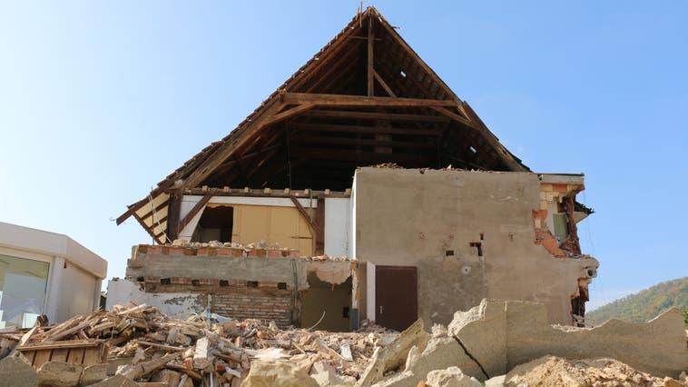 Bis heute eine Bauruine: der historische Murihof kurz nach dem Abbruch 2018. (Melanie Bär)