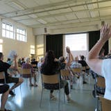 62 Stimmbürgerinnen und Stimmbürger haben die Gemeindeversammlung in der Mehrzweckhalle Wielbesucht. (Bild: Janine Bollhalder)