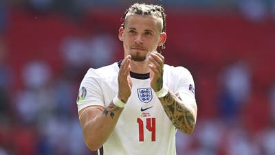 England's Kalvin Phillips applauds fans at the end of the Euro 2020 soccer championship group D match between England and Croatia at Wembley stadium in London, Sunday, June 13, 2021. England won 1-0. (Glyn Kirk/Pool Photo via AP) (Glyn Kirk / AP)