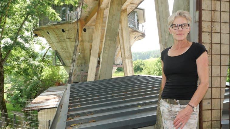 Jacqueline Boschung vermietet «Bed and Breakfast»-Zimmer im Silo des stillgelegtenEisenbergwerks Herznach. (Foto: Hans Christof Wagner)