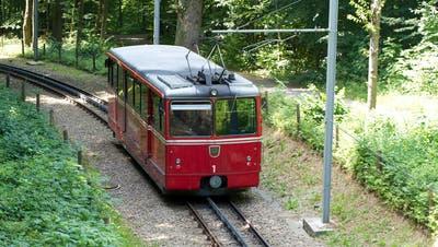Triebwagen Nr. 1 der Dolderbahn auf Talfahrt. (Bild: Sputniktilt/Wikimedia Commons)