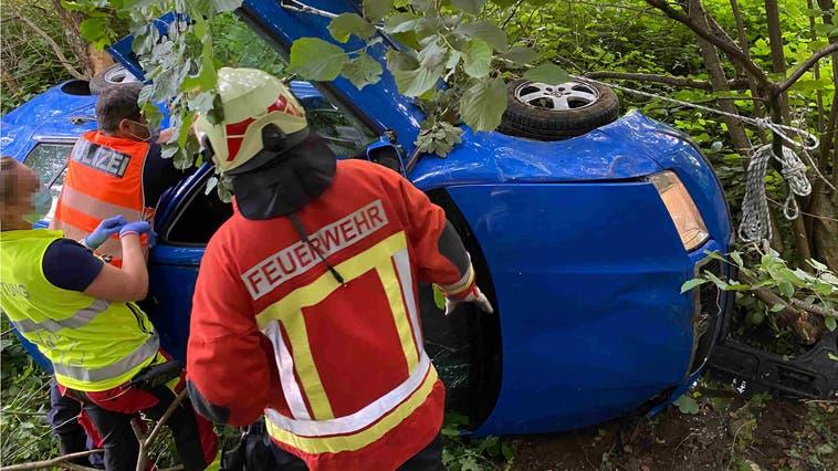 Das Auto fuhr in eine Waldböschung bei Hubersdorf. (Kapo So)