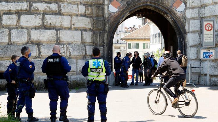 29. Mai in Solothurn: Die Zugänge zur Altstadt wurden von der Polizei überwacht und die Passanten kontrolliert. (Andre Albrecht)