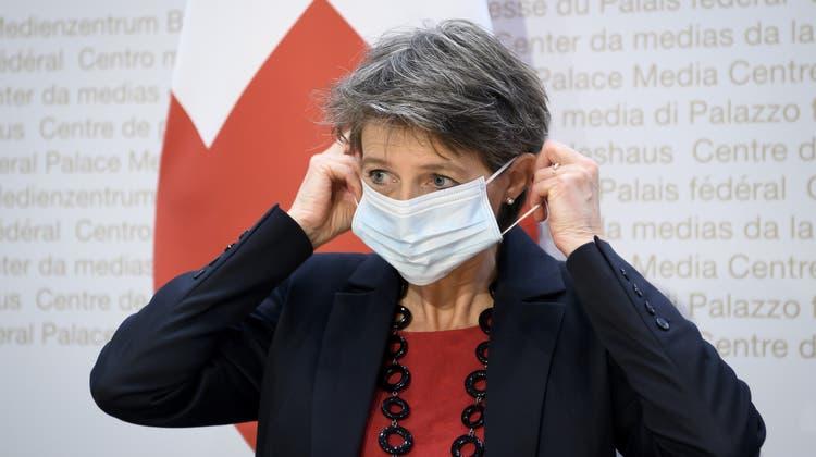 Simonetta Sommaruga will nicht als Sündenbock für die verlorene Abstimmung zum CO2-Gesetz herhalten. (Keystone)