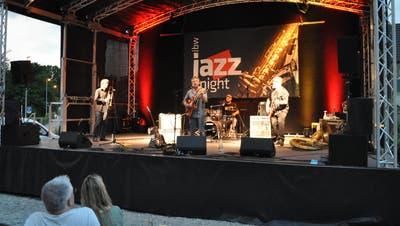 Ein lauer Sommerabend und live Musik mit «Marco Marchi & the Mojo Workers»: Darauf haben viele musikbegeisterte lange warten müssen. (Nathalie Wolgensinger)