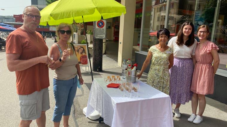 «Es ist ein guter Anlass, dann läuft etwas in der Stadt»:Cüpli Samstag bringt ein Stück Normalität zurück