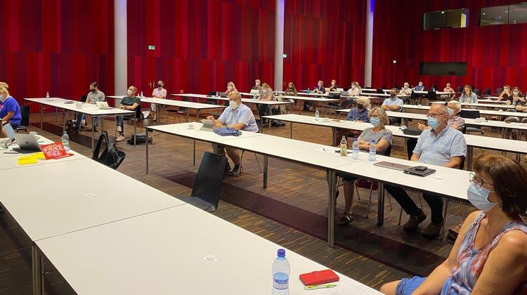 Delegierte der Aargauer SP am ordentlichen Parteitag in Windisch. Weitere Delegierte wurden per Zoom zugeschaltet. (zvg)
