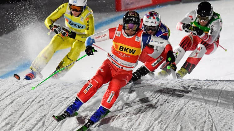 Der Gamser Jonas Lenherr im Skicross-Nachrennenvon Arosa. (Bild: Gian Ehrenzeller / KEYSTONE)
