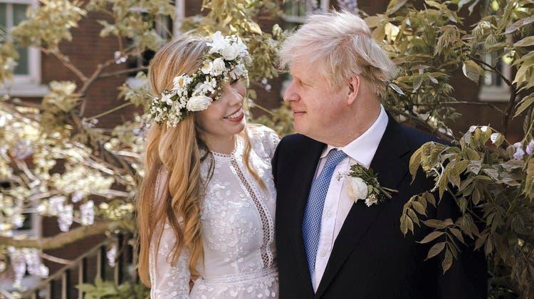 Haben am Samstag geheiratet: Carrie und Boris Johnson. (AP)
