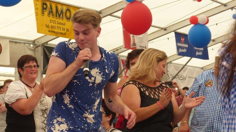 Das war 2018 an der Schlager-Party am Schupfart-Festival: Vincent Gross mitten unter seinen Fans im Publikum. (Ingrid Arndt)