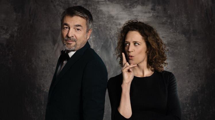 Wer hat das Sagen, und wer hat keine Stimme? BühnenpartnerRegula Grauwiller und Stefan Gubser spielen einen Crashkurs für Feministen. (Zvg)