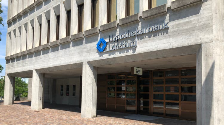 Unter die Hypothekarbank Lenzburg kommt die neue Heizanlage. (Bild: Florian Wicki)