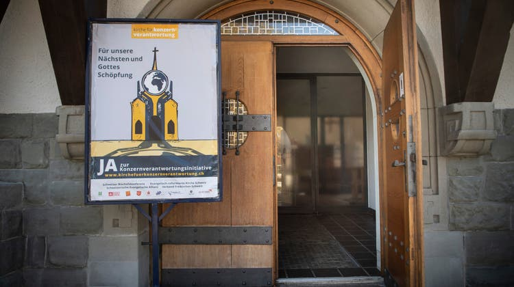 Portal der Kirche St.Gallen-Bruggen vor der Abstimmung über die Konzernverantwortungsinitiative: Im Streit um ihr politisches Engagement erhält die Kirchgemeinde unerwartete Unterstützung. (Bild: Ralph Ribi)