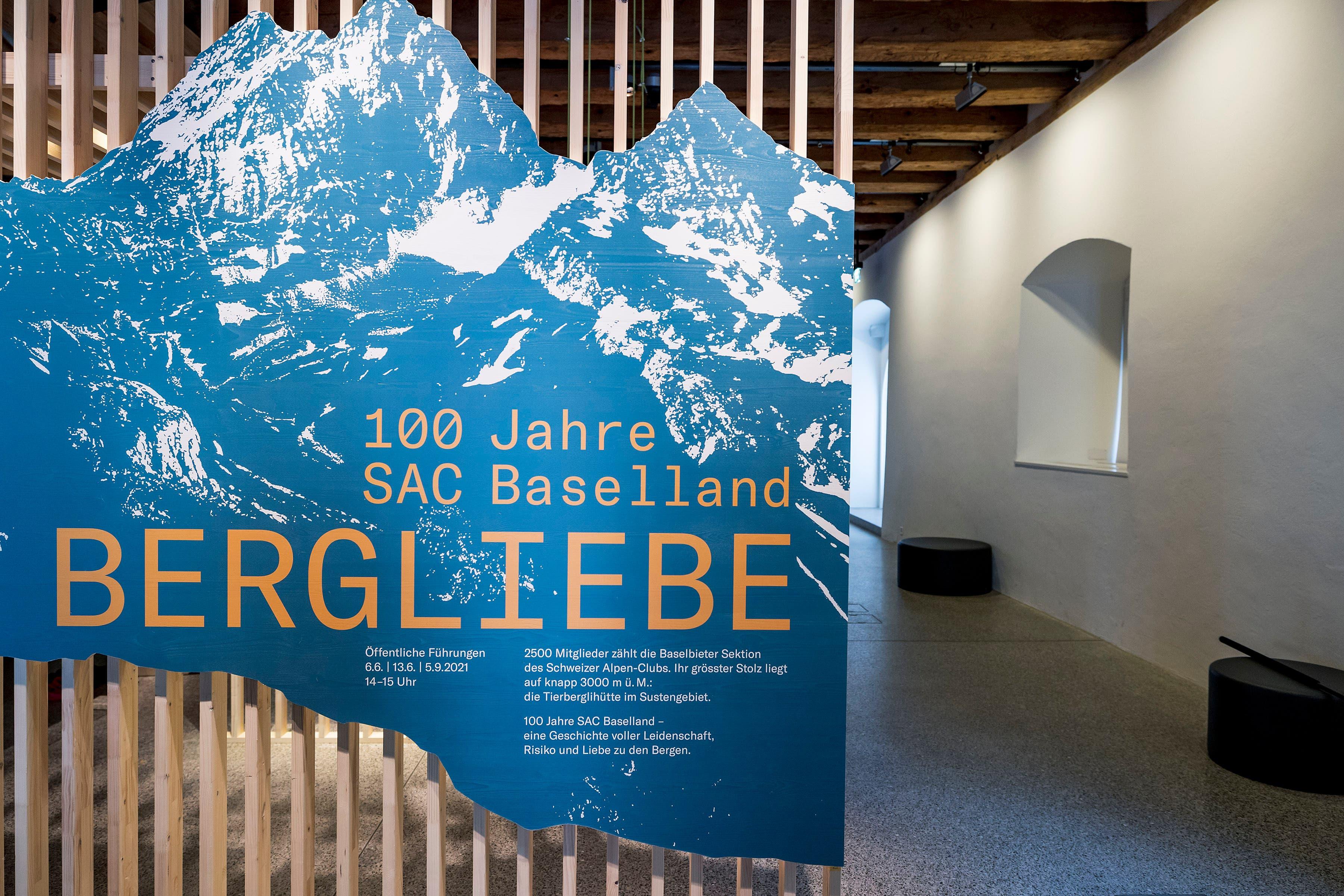 Eingang der Sonderausstellung «Bergliebe. 100 Jahre SAC Baselland» im Museum.BL.