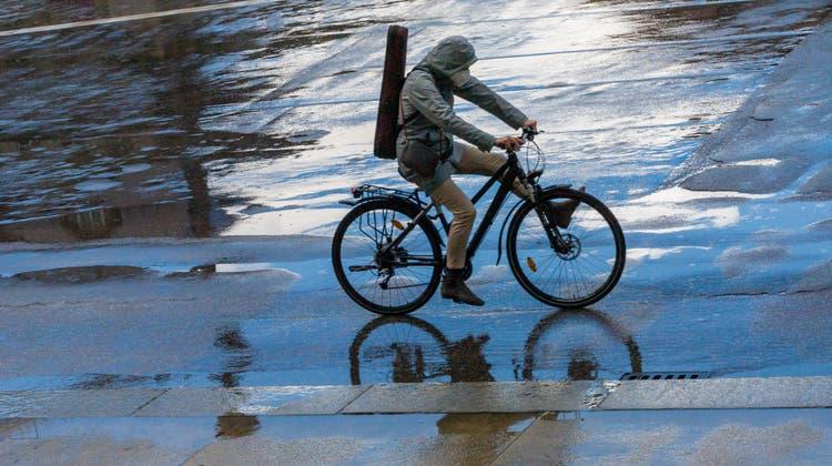 Im Mai fiel über eine zweiwöchige Periode täglich Niederschlag. (Bild: Peter Kneffel/DPA)