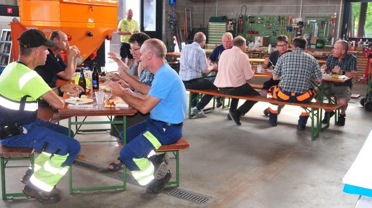 Vereinsmitglieder und Werkhof-Mitarbeitende tauschten sich aus