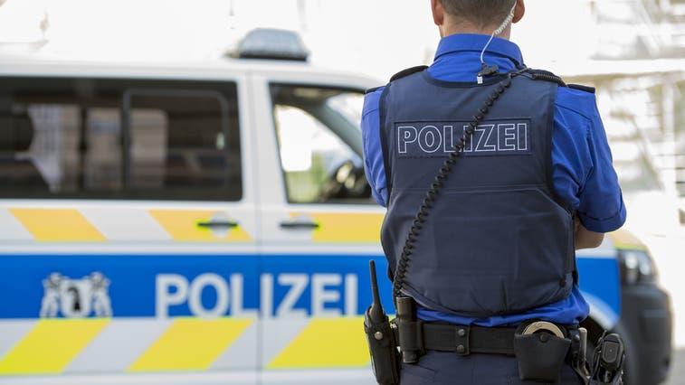 Die Kantonspolizei konnte dem unbewilligten Demonstrationszug den Zugang zum Bundesasylzentrum verwehren. (Symbolbild) (Keystone)