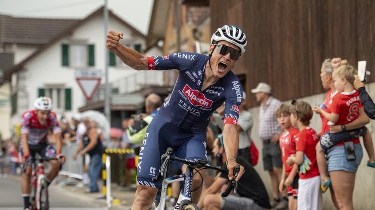 Silvan Dillier wird Schweizermeister beim Radrennen der Herren an der Rad Strassen Schweizermeisterschaft vom Sonntag, 20. Juni 2021 in Knutwil im Kanton Luzern. (KEYSTONE/Urs Flueeler). (Urs Flueeler / KEYSTONE)