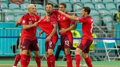 Jubel bei den Schweizer Nationalspielern. (Claudio Thoma/Freshfocus)