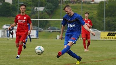 Sirnachs Dario Martic (in Blau) erzielte den einzigen Treffer der Partie kurz nach der Pause. (Bild: Tim Frei)