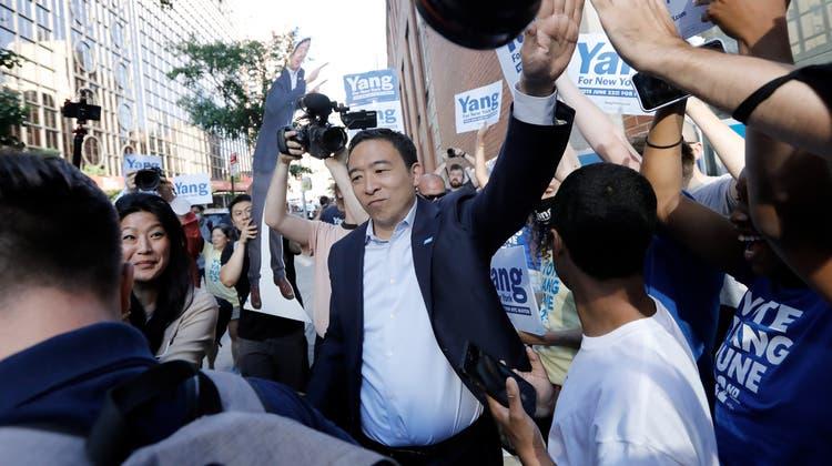 Liegt derzeit an vierter Stelle im Rennen um das mächtige Amt: Andrew Yang. (EPA)