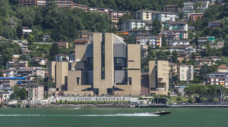 Das vom Schweizer Architekten Mario Botta gebaute Casino in Campione. (Udo Bernhart / picture alliance)