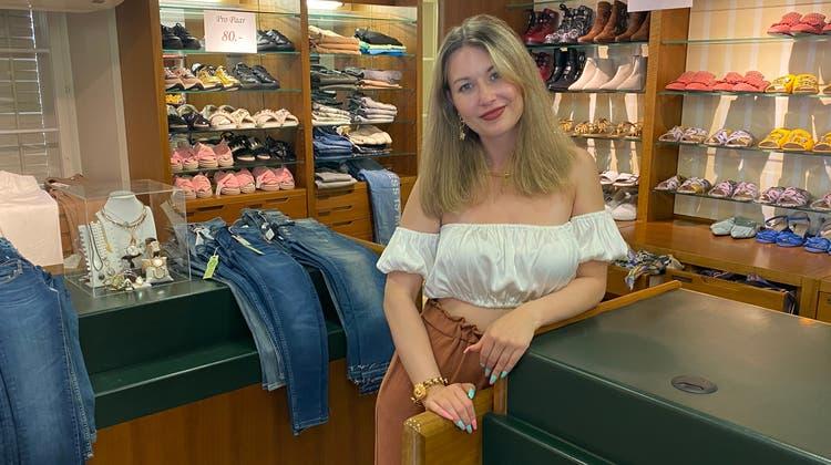 Julia Sahli vom Grottinodellascarpa im eingerichteten Pop-up-Store. (Marc Ribolla)
