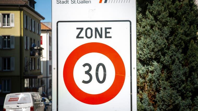 Tiefere Tempolimiten in Rodersdorf werden gefordert. (Archiv bz)