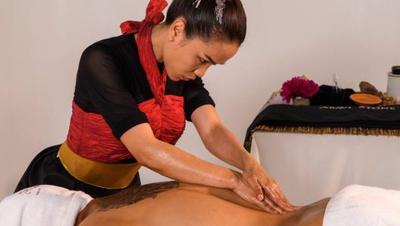 Mit «The Power of Thai Herbs» gewann Somsri Loser an der Massage-WM in Dänemark eine Goldmedaille in der Kategorie «Wellness». (Bild: PD)