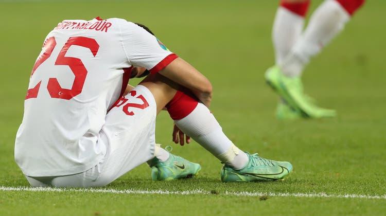 Die Türkische Mannschaft musste sich am Sonntag mit 1:3 gegen die Schweiz geschlagen geben. Nun hagelt es Kritik in heimischen Medien. (Keystone)