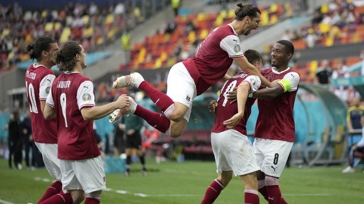 Österreich besiegt die Ukraine - und sorgt dafür, dass sich die Schweiz für den EM-Achtelfinal qualifziert. (Vadim Ghirda / AP)
