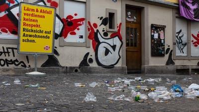 Abfall am Sonntagmorgen auf der Liegewiese am Gübsensee. (Leserbild: Silvia Sutter (20.6.2021))
