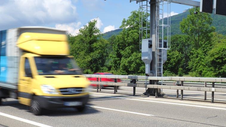 Die Aarauer Industriestrasse: Hier fuhr der Beschuldigte mit 95 km/h. (Nadja Rohner)