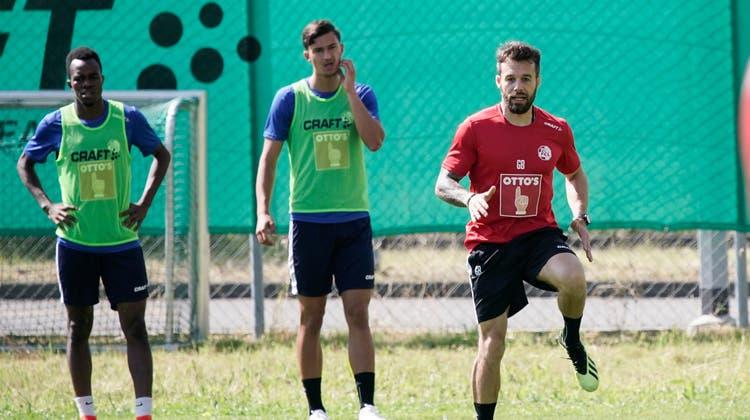 Die FCL-Spieler auf dem Weg zum ersten Training auf dem Platz. Die Vorbereitung auf die Super League Saison 2021/2022 beginnt. (Bild: Eveline Beerkircher (Luzern, 21. Juni 2021))