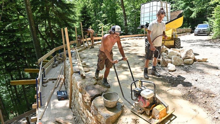 Ein Teil der alten Zufahrtsstrasse zur Barmelweid wird saniert: Diese Mauer soll die nächsten hundert Jahre halten