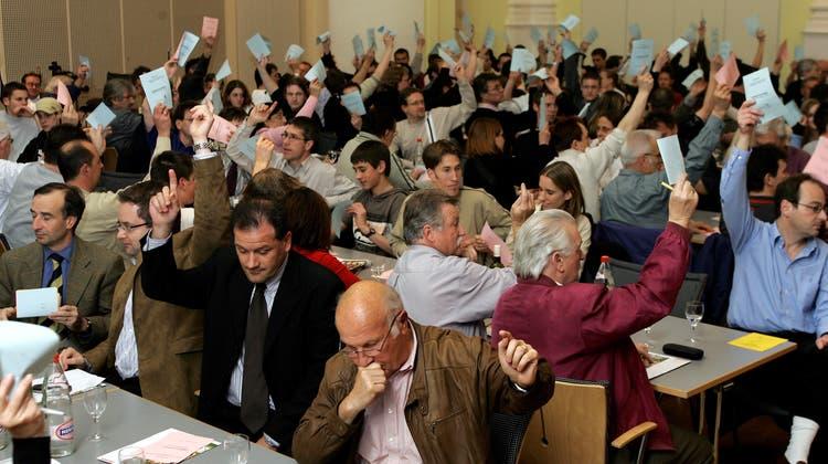 Ein Blick auf die FCA-Generalversammlung im Jahr 2005: In diesem Jahr wurde wegen Corona wie schon 2020 schriftlich abgestimmt. (André Albrecht / SPO)