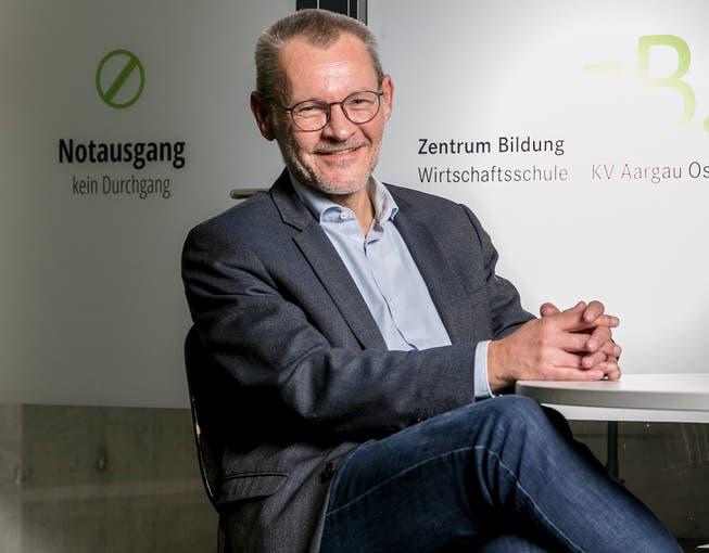 Jörg Pfister, Präsident der Aargauer KV-Rektorenkonferenz, Gesamtleiter und Rektor Grundbildung Zentrum Bildung – Wirtschaftsschule, KV Aargau Ost. Fotografiert am 14. Oktober 2020.