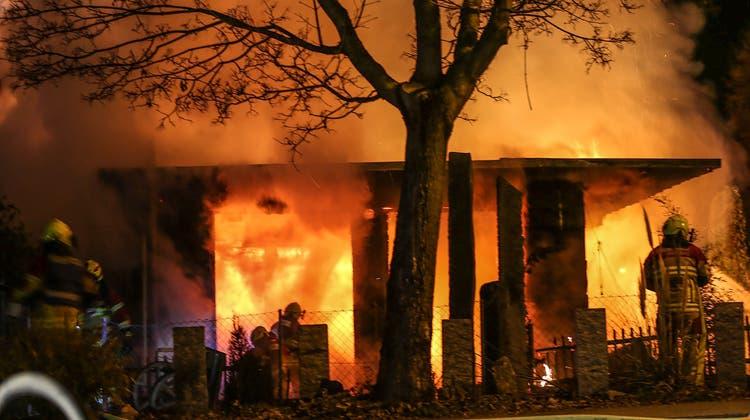 In Villmergen brannte im Februar 2019 das Restaurant Casa Loca im Industriegebiet – das Feuer soll das Wirtepaar gelegt haben. (Zvg)
