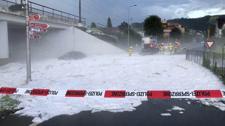Die beeindruckenden Bilder der Überschwemmungen und des Hagels im Video